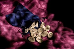 Tout savoir sur l'art divinatoire des runes